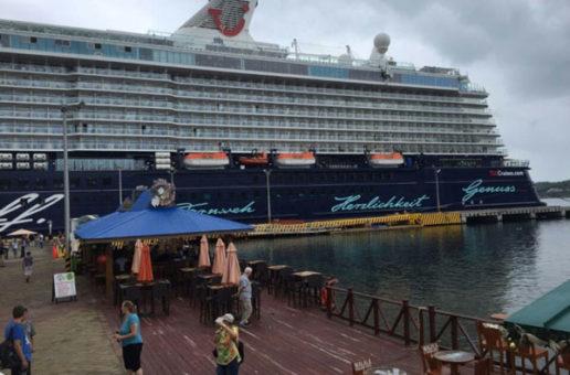 """Con más de 2 mil turistas llegó el crucero alemán """"Mein Shiff"""" a Roatán"""