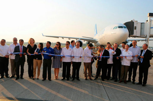 Presidente Hernández recibe primer vuelo directo desde Madrid